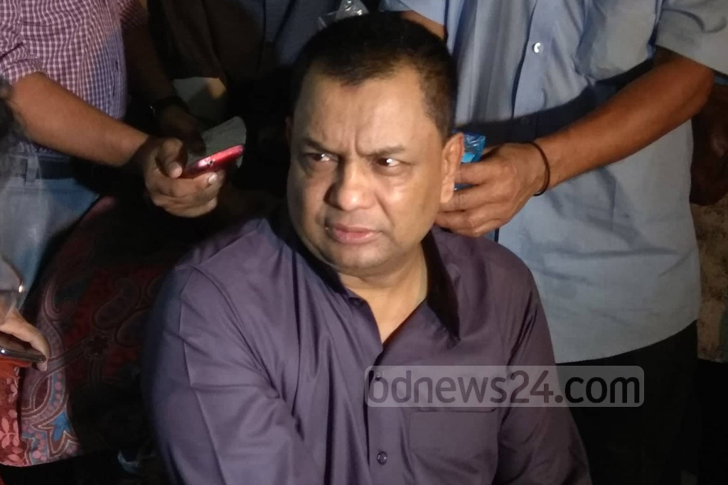TeamTex Group Managing Director and Creative Group Deputy MD Kazi Monir Uddin Tarim breaks into a sob as he speaks to the media after his mother-in-law and a housemaid are found murdered at their home in Dhaka's Dhanmondi on Friday.