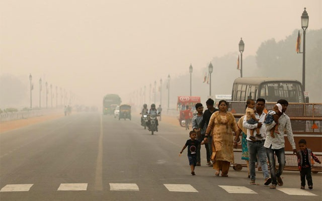 People walk on the Rajpath on a smoggy day in New Delhi, India, November 1, 2019. REUTERS