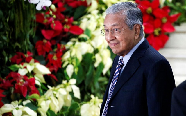 Malaysian Prime Minister Mahathir Mohamad walks after attending the inauguration of Indonesia's President Joko Widodo for the second term, at the House of Representatives in Jakarta, Indonesia, October 20, 2019. REUTERS