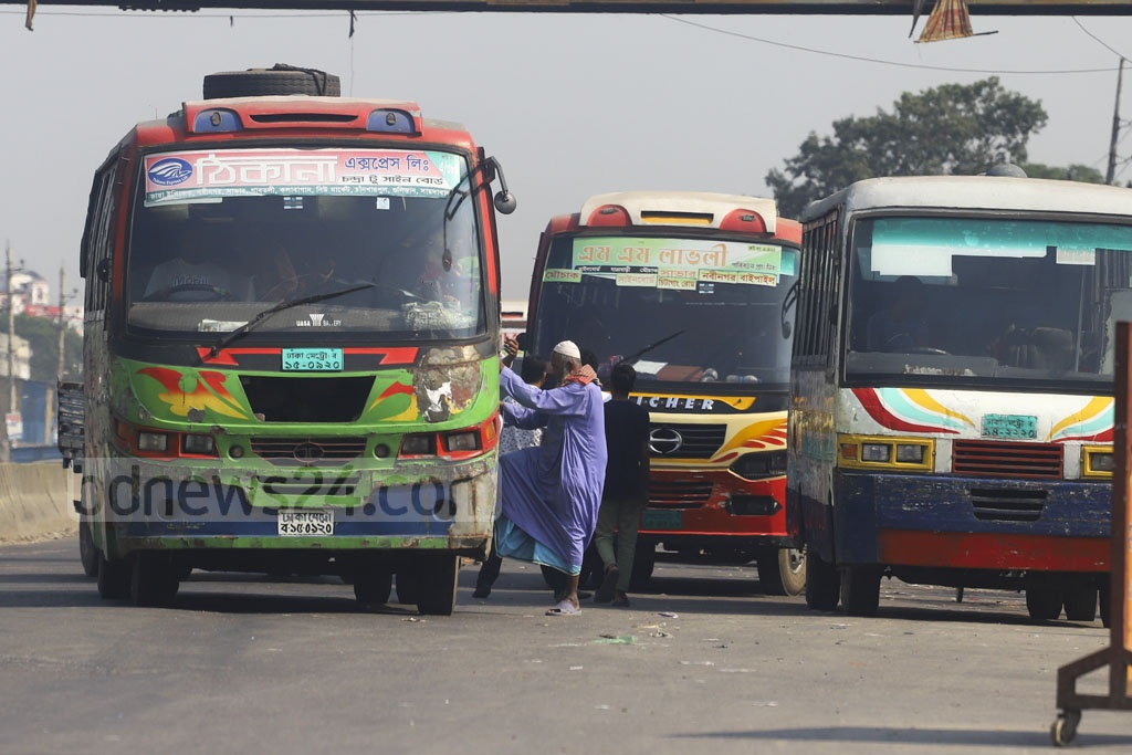 Buses are kept haphazardly blocking the Dhaka-Chattogram Highway at Rayerbagh on the outskirts of the capital on Saturday. Photo: Asif Mahmud Ove