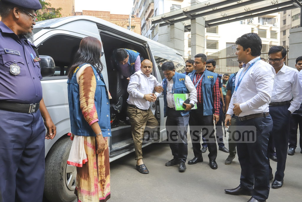 Controversial contractor GK Shamim arrives at the ACC headquarters from Keraniganj's Central Jail for interrogation in a case over illegally acquired wealth on Sunday. Photo: Asif Mahmud Ove