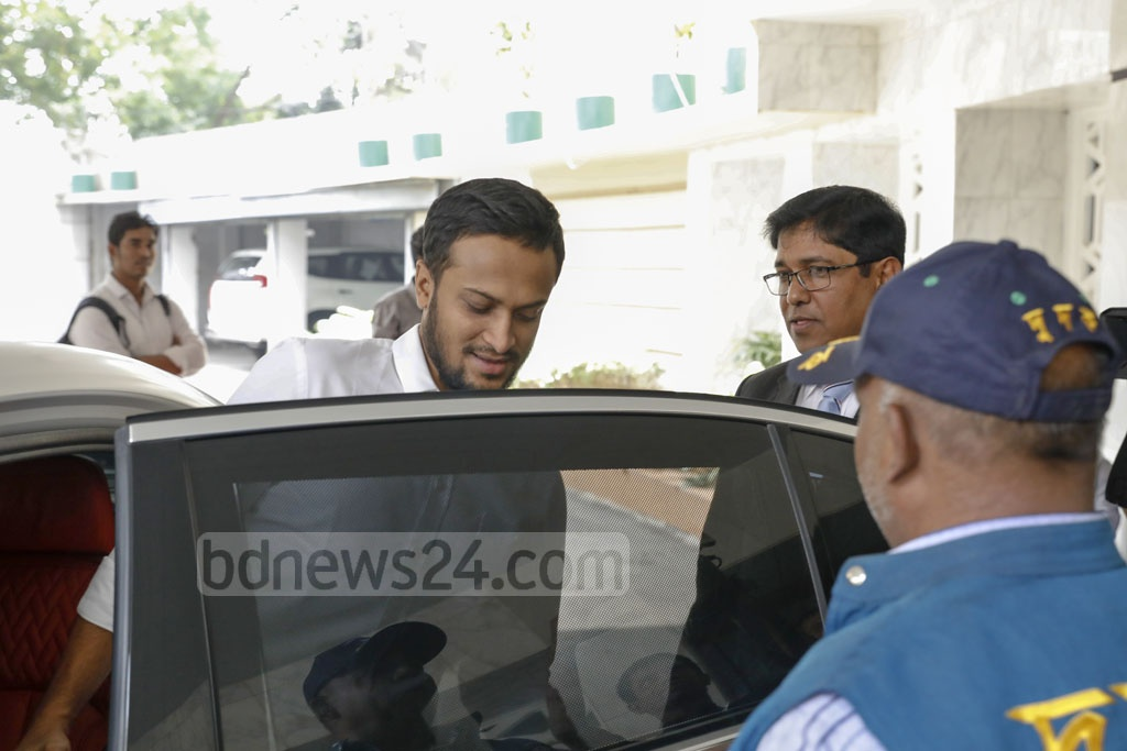 Shakib Al Hasan, who was banned from cricket for breaching the ICC code of conduct last week, arrived at the Anti-Corruption Commission on Sunday to meet its Chairman Iqbal Mahmood.