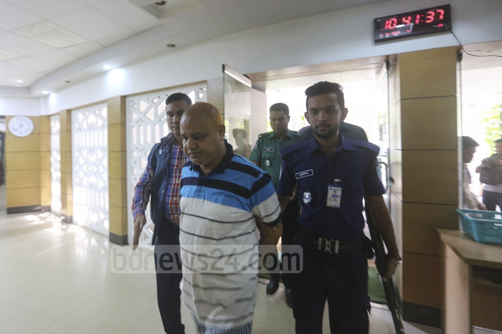 Contractor SM Golam Kibria Shamim, better known as GK Shamim, arrives at the Anti-Corruption Commission headquarters from the Dhaka Central Jail in Keraniganj on Monday to face questioning over his ill-gotten wealth.