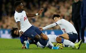 Football - Premier League - Everton v Tottenham Hotspur - Goodison Park, Liverpool, Britain - November 3, 2019 Everton's Andre Gomes sustains an injury in this action with Tottenham Hotspur's Serge Aurier and Son Heung-min REUTERS