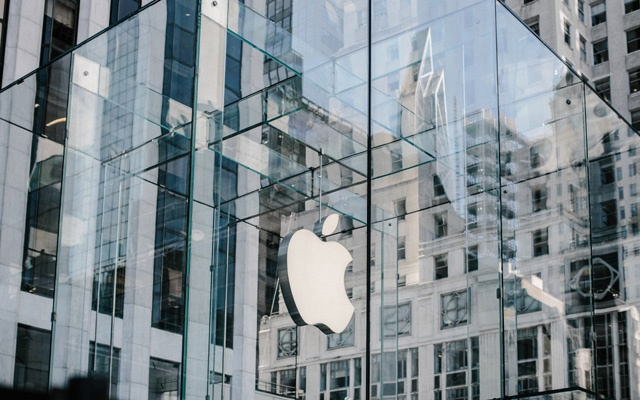 FILE -- The Apple store on Fifth Avenue in New York, on Sept. 19, 2019. Researchers in Japan and at the University of Michigan said on Nov. 4 that they have found a way to take over Google Home, Amazon's Alexa or Apple's Siri devices by shining laser pointers, and even flashlights, at the devices' microphones. (Haruka Sakaguchi/The New York Times)