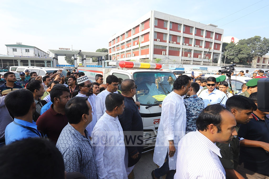 Mortal remains of BNP leader Sadeque Hossain Khoka arrived in Dhaka from New York on Thursday. Photo: Asif Mahmud Ove