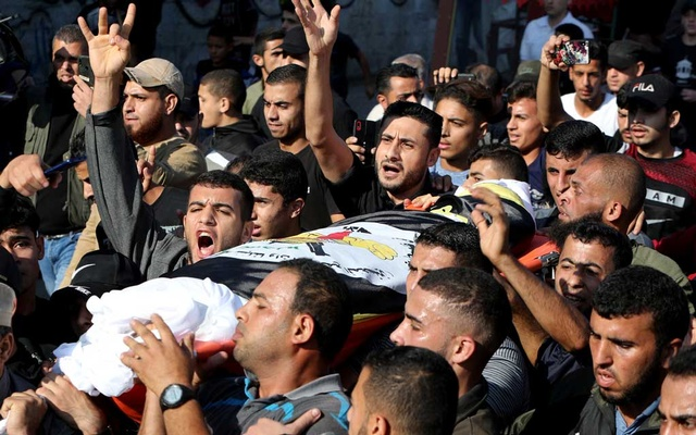 Mourners carry the body of Palestinian Islamic Jihad field commander Baha Abu Al-Atta during his funeral in Gaza City November 12, 2019. REUTERS