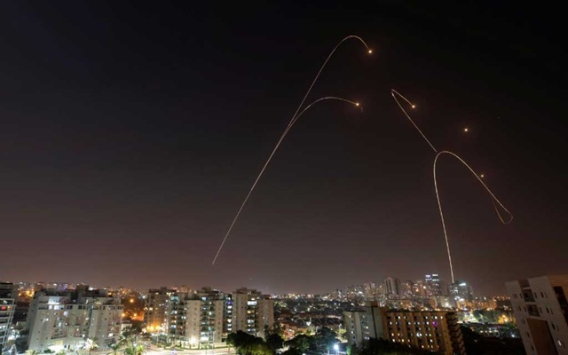 Iron Dome anti-missile system fires interception missiles as rockets are launched from Gaza towards Israel, as seen from the city of Ashkelon, Israel, Nov 13, 2019. REUTERS/ Amir Cohen
