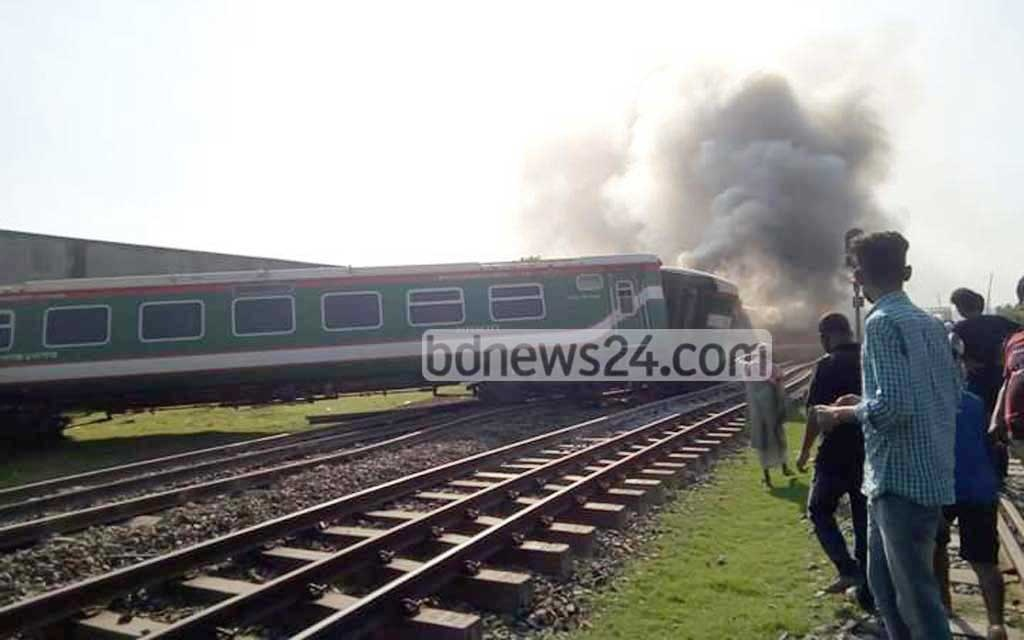 Dhaka's rail links to the northern and southern regions are suspended after a Rangpur Express train from the capital went off the tracks near the Ullapara Railway Station in Sirajganj on Thursday.