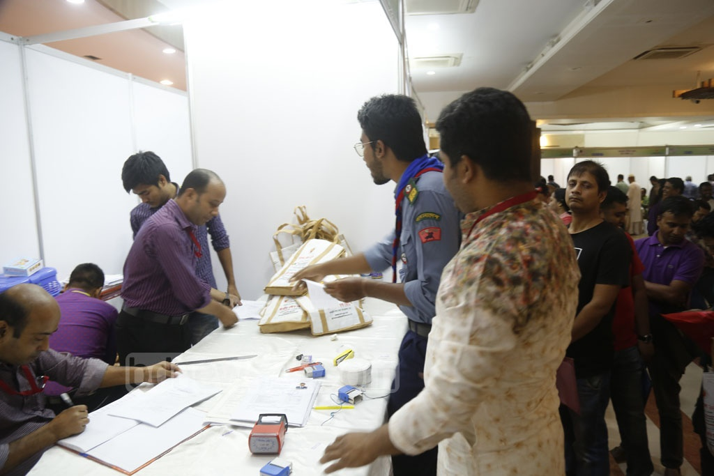 People paying taxes and submitting returns at the Income Tax Fair at the Officers' Club in Dhaka on Friday. Photo: Mahmud Zaman Ovi