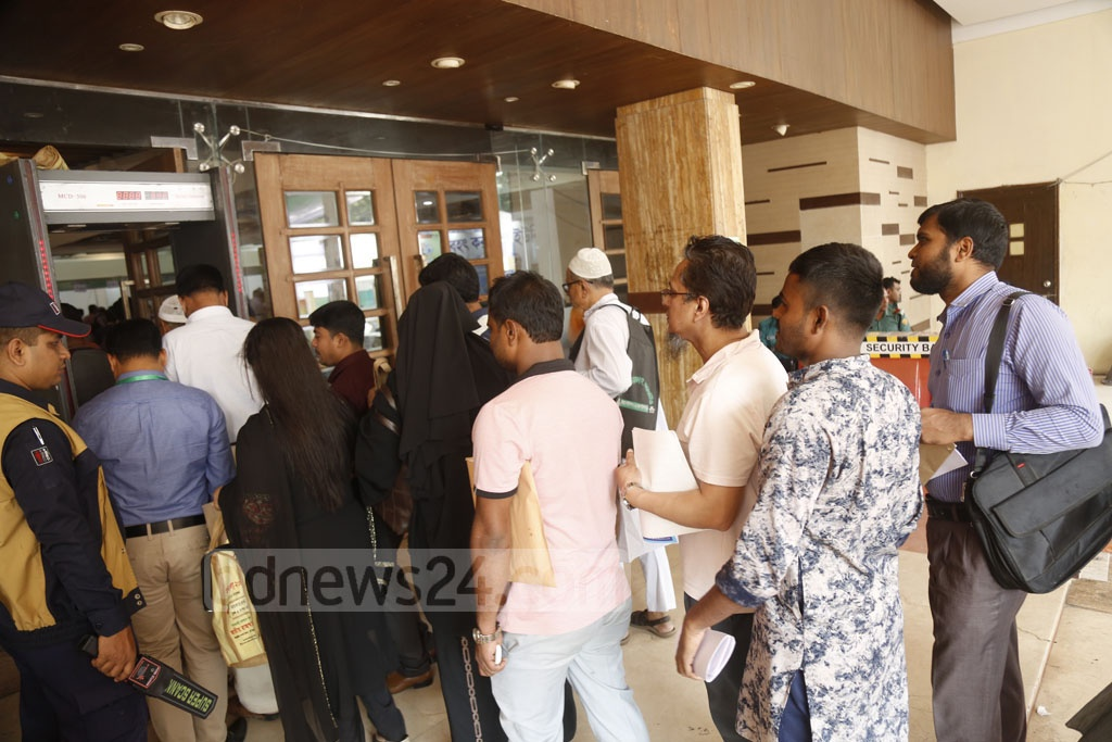 Taxpayers flocked to the Officers' Club in Dhaka on the weekend to pay taxes and submit returns at the Income Tax Fair. Photo: Mahmud Zaman Ovi