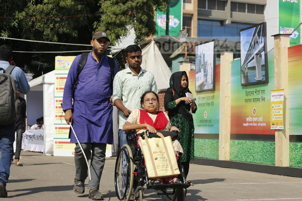 Mohammad Iftekhar Mahmud, a man with visual impairment, and Salma Mahbub, a woman with walking disabilities, came to the Officers' Club in Dhaka on Friday to pay taxes for their organisation Bangladeshi Systems Change Advocacy Network or B-SCAN at the Income Tax Fair. Photo: Mahmud Zaman Ovi