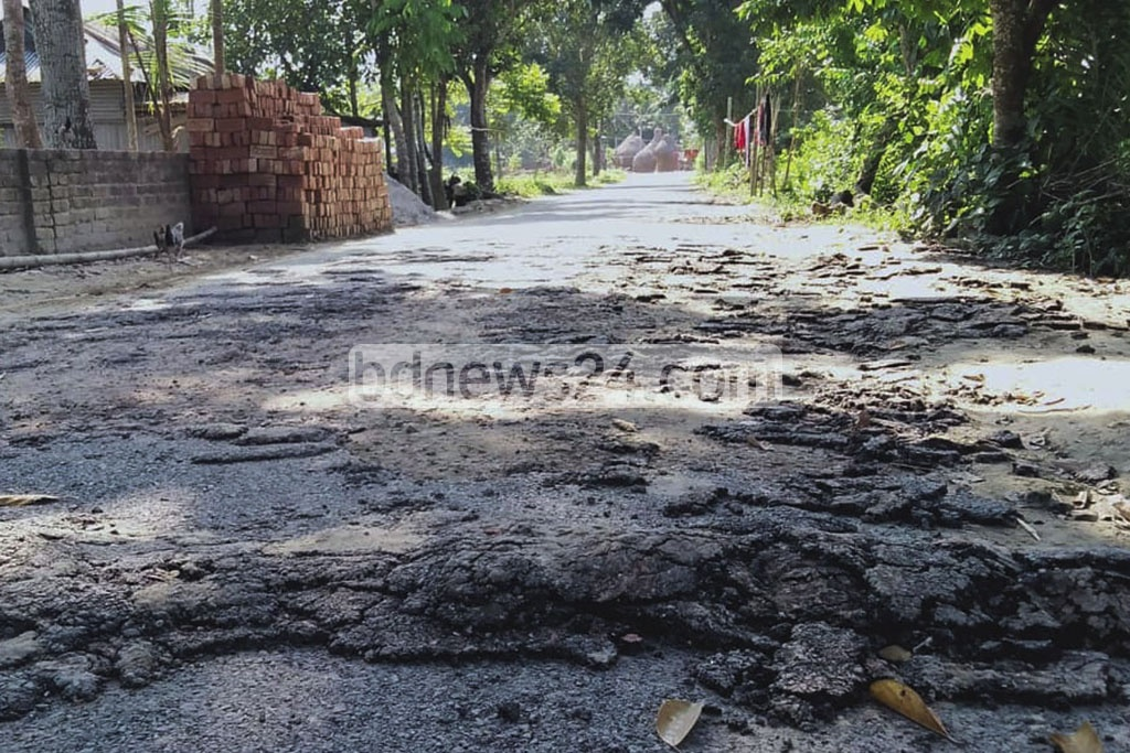 Disgruntled locals removed the 'low-quality' surface of the Bharuakhali-Narundi Road in Jamalpur's Sadar Upazila on Friday as the pitch-based coating started to peel away even before the end of a Tk 60 million LGED project to repair the road.