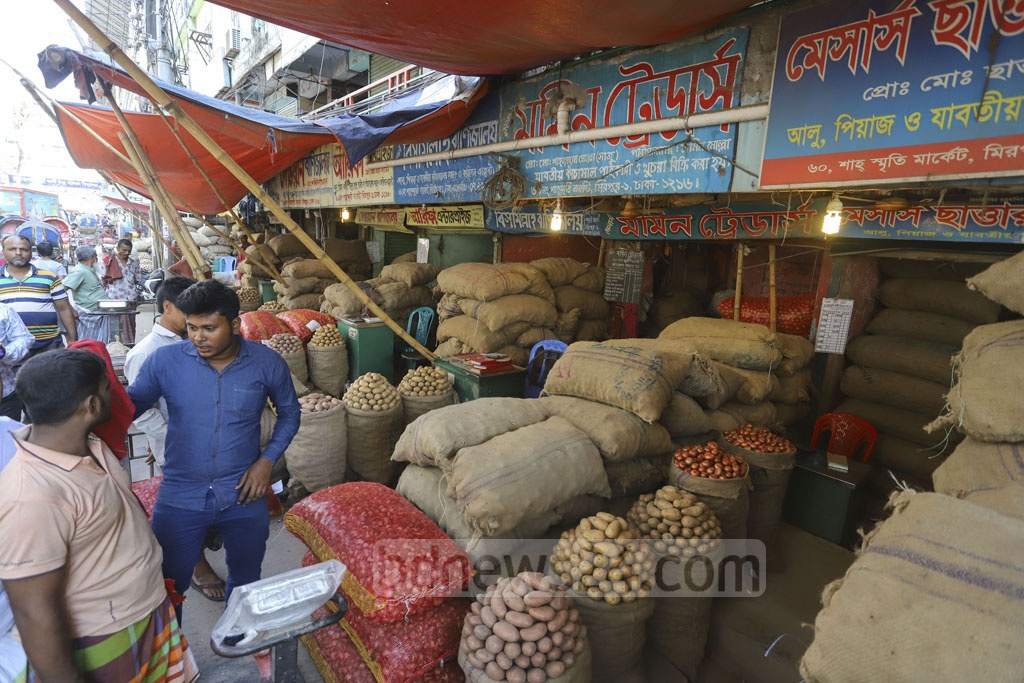 Owners left shops during a mobile court drive by the Directorate of National Consumer Rights Protection on the Mirpur-1 wholesale onion market in Dhaka on Friday as prices soar. Photo: Asif Mahmud Ove