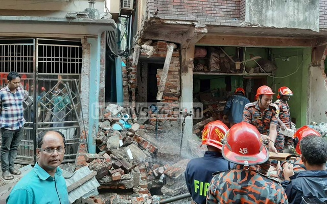 7 killed in Bangladesh building collapse