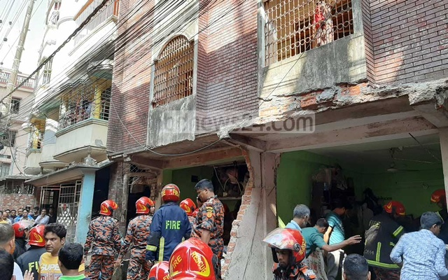 7 killed in Bangladesh building collapse after blast