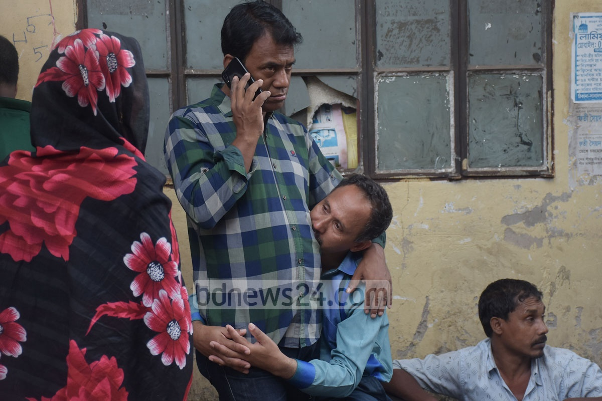 Relatives mourn loved ones who lost their lives in the deadly gas pipeline explosion took place on the ground floor of a building in Patharghata Brick Field Road in Chattogram on Sunday. Photo: Suman Babu