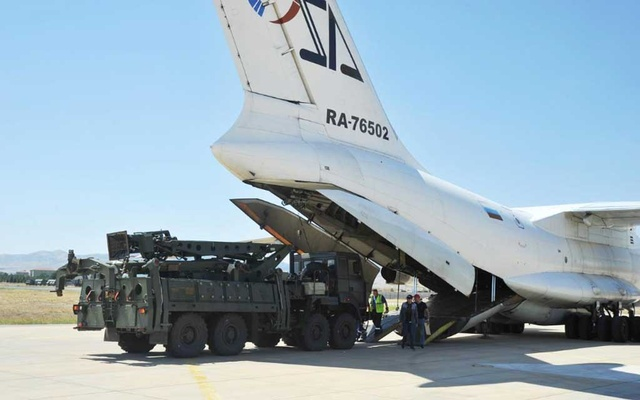 FILE PHOTO: Parts of a Russian S-400 defense system are unloaded from a Russian plane at Murted Airport near Ankara, Turkey, Aug 27, 2019. Turkish Military/Turkish Defence Ministry/Handout via REUTERS