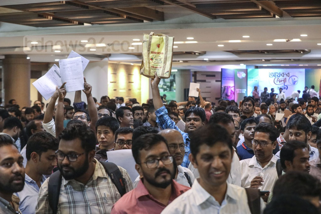 Taxpayers crowd the Officers' Club in Dhaka on Tuesday, the sixth day of the weeklong Income Tax Fair. Photo: Asif Mahmud Ove