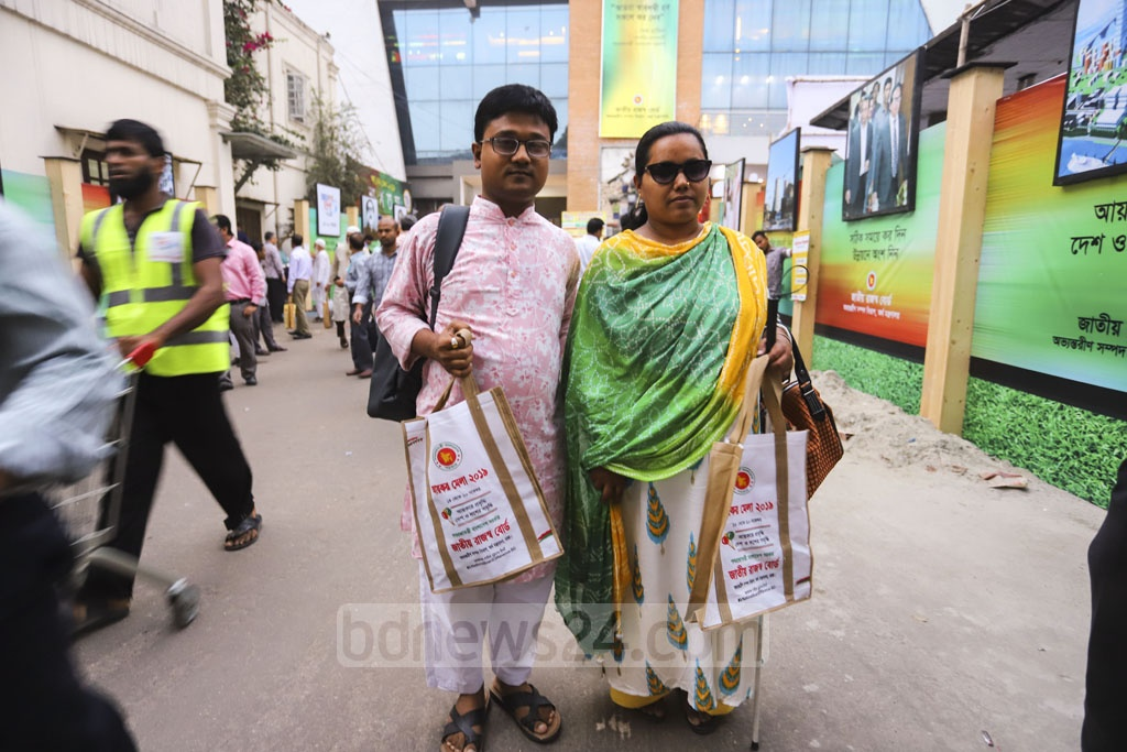 Two government officers with visual impairment leaving the Officers' Club in Dhaka on Tuesday after submitting returns at the Income Tax Fair. Photo: Asif Mahmud Ove