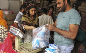 Customers scrambling to buy salt to stockpile at a shop in Dhaka's South Bansree on Tuesday as rumours of a price hike spread.