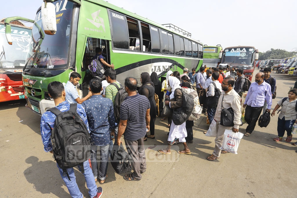 A few buses left Gabtoli on Thursday even though the transport owners and workers had called off their strike over the new road transport law. Photo: Asif Mahmud Ove
