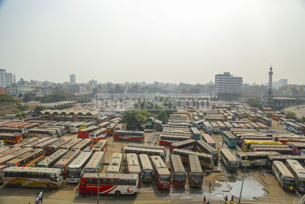 Bus services have not returned to normal in many parts of Dhaka despite the transport owners and workers calling off their strike in protest against the new road transport law. A few long-haul buses left Sayedabad in Dhaka on Thursday. Photo: Mahmud Zaman Ovi