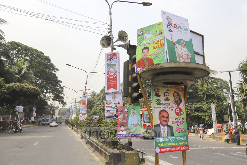 Posters, banners and festoons put on the Matsya Bhaban intersection in Dhaka ahead of Jubo League's national congress on Saturday have covered the traffic signal, posing public safety in danger. Photo: Asif Mahmud Ove