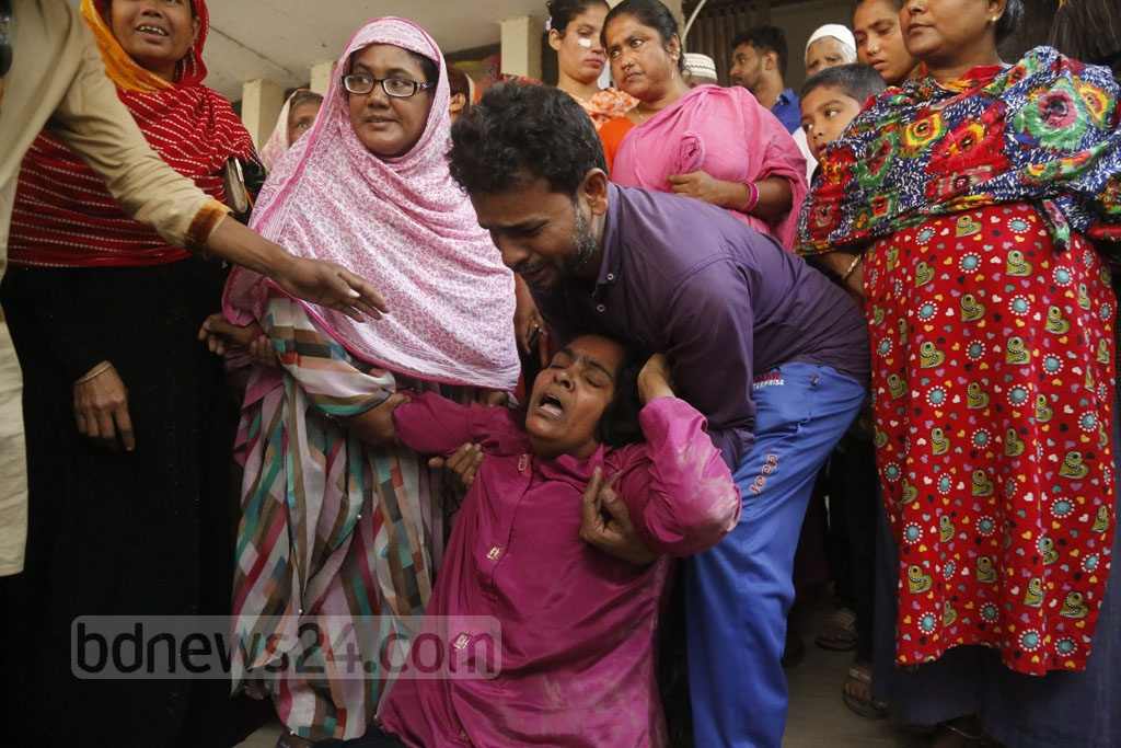 Relatives mourning the people killed in a bus-microbus collision on the Dhaka-Mawa Highway at the Srinagar Upazila Health Complex in Munshiganj on Friday. Photo: Mahmud Zaman Ovi
