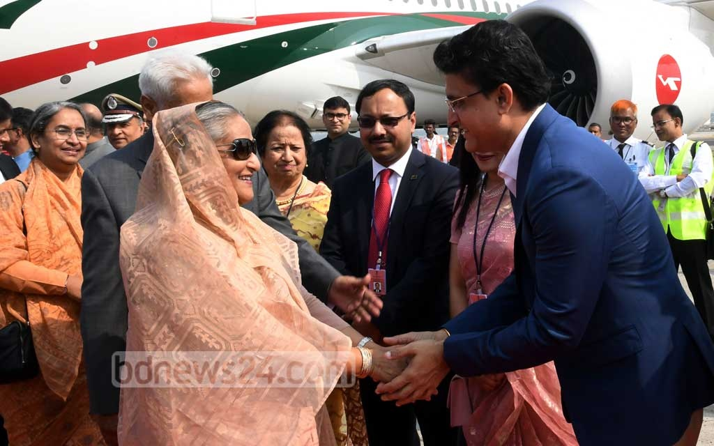 Indian cricket board President Sourav Ganguly welcomes Prime Minister Sheikh Hasina on her arrival at Netaji Subhas Chandra Bose International Airport in Kolkata on Friday to watch the first day-night Test between the two South Asian nations. Photo: PID