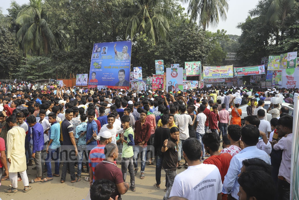 Leaders and activists of Jubo League stage a procession ahead of the inauguration of the organisation's 7th National Congress at Dhaka's Suhrawardy Udyan on Saturday. Photo: Asif Mahmud Ove