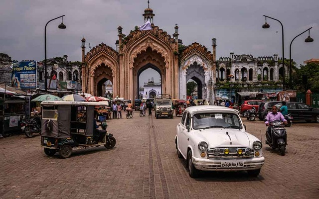 Traffic moves through Lucknow, which is studded with shrines and palaces of Oudh nawabs, whose kingdom was annexed by the British in 1856, in India, Aug. 24, 2019. For 40 years, journalists chronicled the eccentric royal family of Oudh, deposed aristocrats who lived in a ruined palace in the Indian capital — a tragic, astonishing story, but was it true? (Bryan Denton/The New York Times)