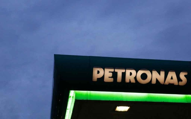FILE PHOTO: A logo of a Petronas fuel station is seen against a darkening sky in Kuala Lumpur, Malaysia February 10, 2016. REUTERS