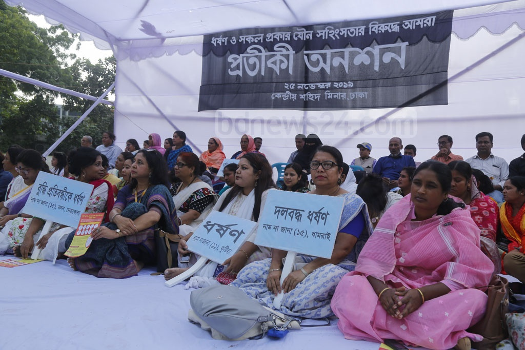 A token hunger strike against rape and sexual harassment was staged by the organisation 'Amra' at the Central Shaheed Minar in Dhaka on Monday. Photo: Mahmud Zaman Ovi