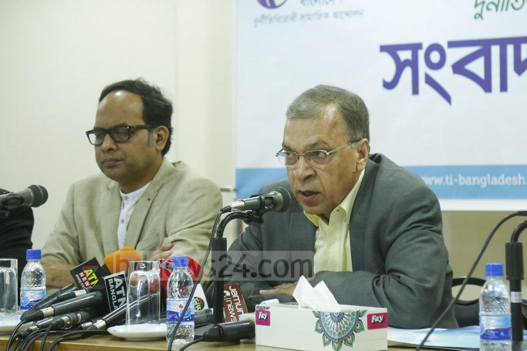 TIB Executive Director Iftekharuzzaman addresses a media briefing to promote a campaign titled 'Together against Corruption' at the anti-graft watchdog's offices in Dhaka on Thursday.