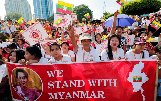 People gather to rally in support of Myanmar State Counsellor Aung San Suu Kyi before she heads off to the International Court of Justice (ICJ), in Yangon, Myanmar Dec 1, 2019. REUTERS