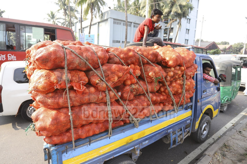 Onion imported from China being transported from Dhaka's Shyambazar where the wholesale price of the variety is Tk 100 a kg. Photo: Asif Mahmud Ove