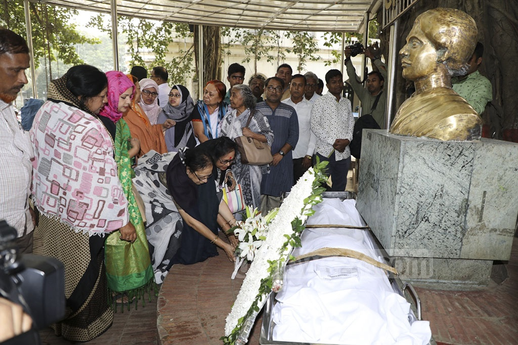 People paying last respect to Languge Movement activist Rawshan Ara Bachchu by placing flowers on her coffin at the Bangla Academy in Dhaka on Tuesday.