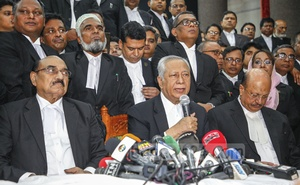 Attorney General Mahbubey Alam addressing a news conference at the Supreme Court Bar Association Auditorium after the pro-BNP lawyers stirred up chaos in the courtroom during the hearing of Khaleda Zia's bail appeal in a graft case on Thursday.