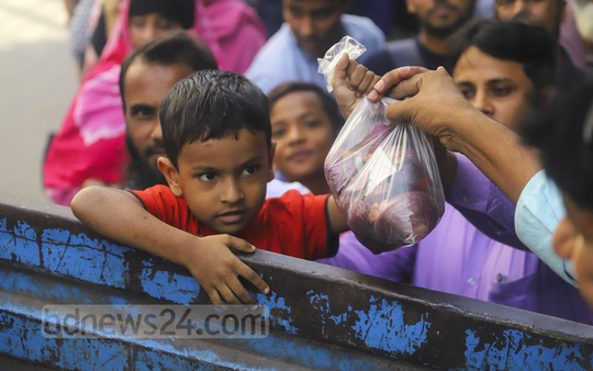 Children are also buying TCB onion for their families as the corporation allows only one kg per customer. Photo: Asif Mahmud Ove