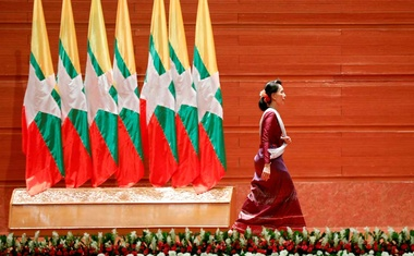 Myanmar State Counsellor Aung San Suu Kyi walks off the stage after delivering a speech to the nation on the Rakhine and Rohingya situation, in Naypyitaw, Myanmar September 19, 2017. REUTERS