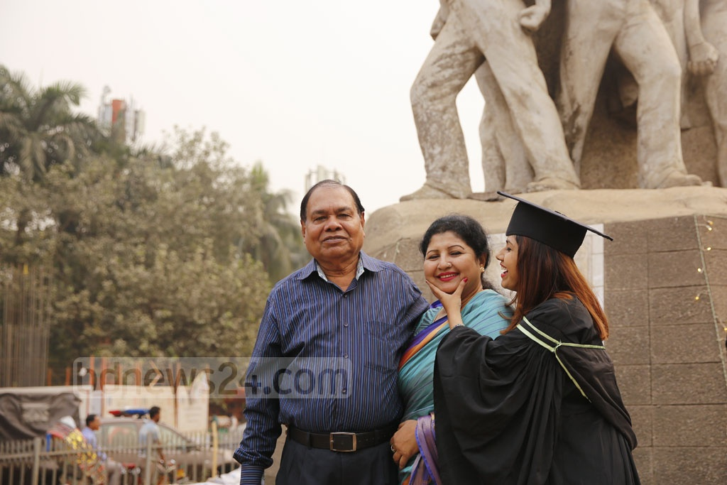 A smiling Dhaka University graduate posing for a photograph with her parents at the TSC on Monday. Photo: Mahmud Zaman Ovi