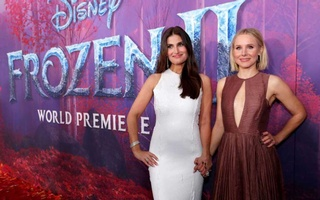 FILE PHOTO: Cast members Idina Menzel (L) and Kristen Bell pose at the premiere for the film