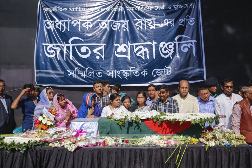 People paid last respects to Ekushey Padak-winning freedom fighter, physicist and public intellectual Professor Ajoy Roy at the Central Shaheed Minar in Dhaka on Tuesday. Photo: Mahmud Zaman Ovi