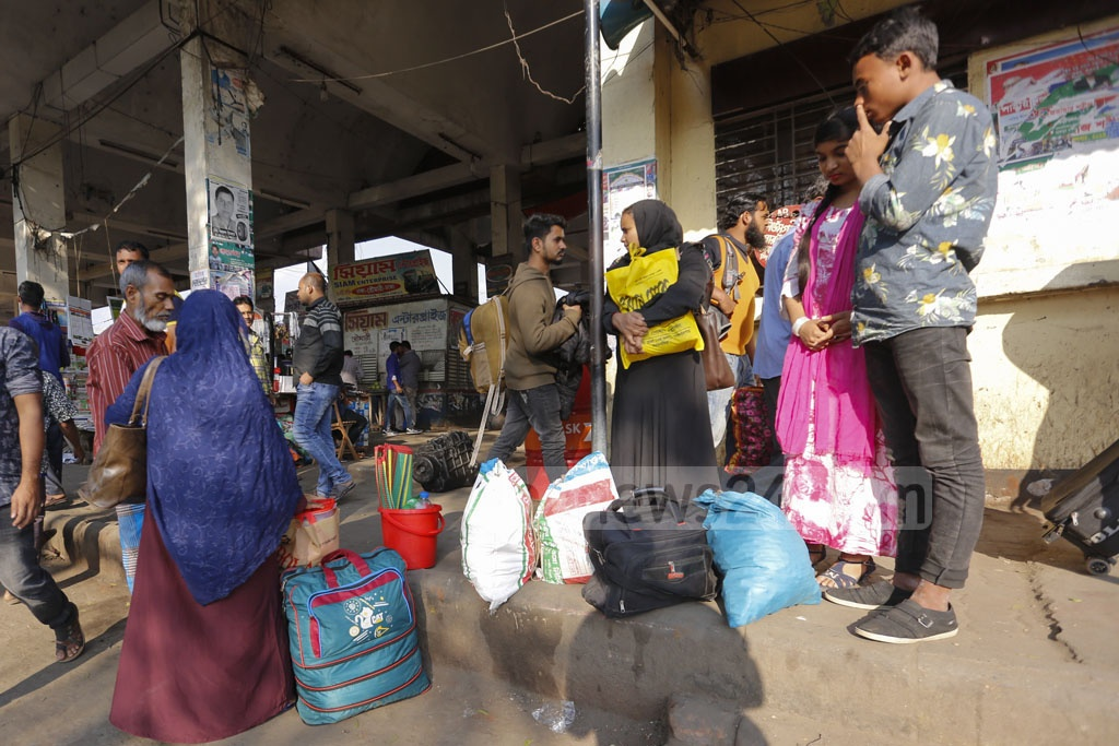 Passengers gather in front of a ticket counter at the Dhaka's Mohakhali Bus Terminal amid ongoing bus strike enforced by transport owners on the Mymensingh route. Photo: Mahmud Zaman Ovi