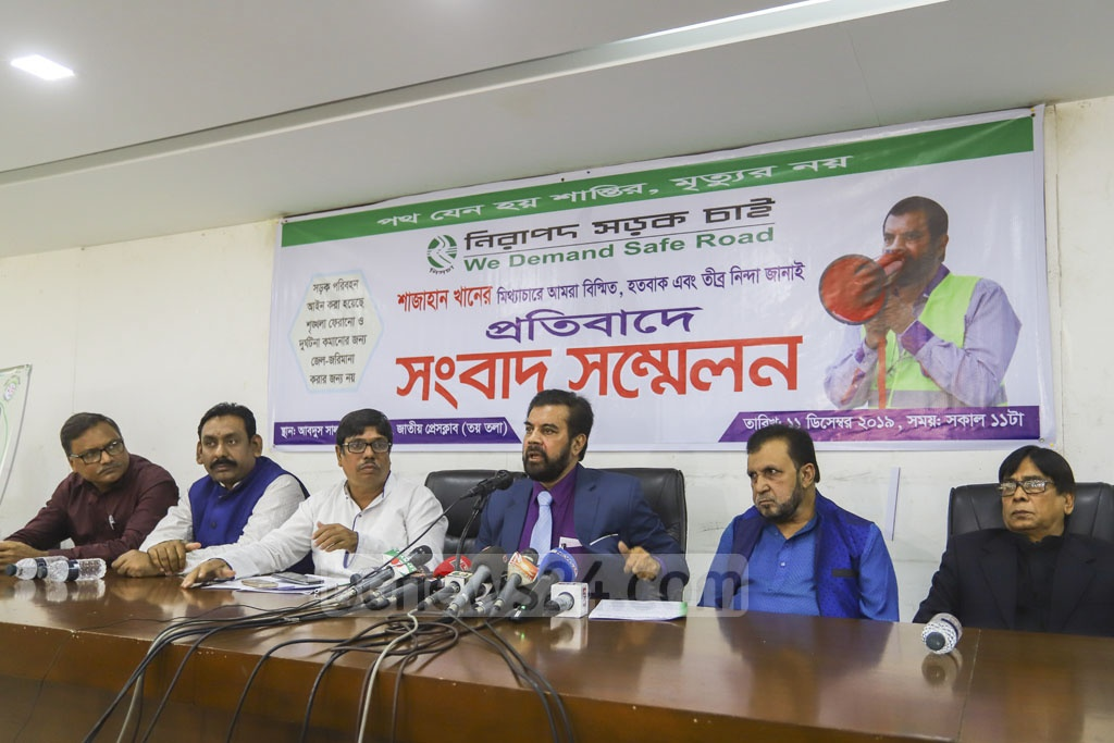 Ilias Kanchna, film star and Nirapad Sarak Chai Andalon [We Want Safe Roads Movement] chief speaking at a news conference in Dhaka on Wednesday, in response to transport leader and ruling party lawmaker Shajahan Khan's claims that he is using the organisation to make money. Photo: Asif Mahmud Ove