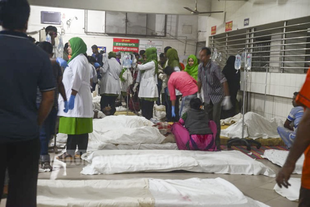 The victims in a plastic factory fire at Keraniganj in Dhaka were brought to Dhaka Medical College Hospital on Wednesday.