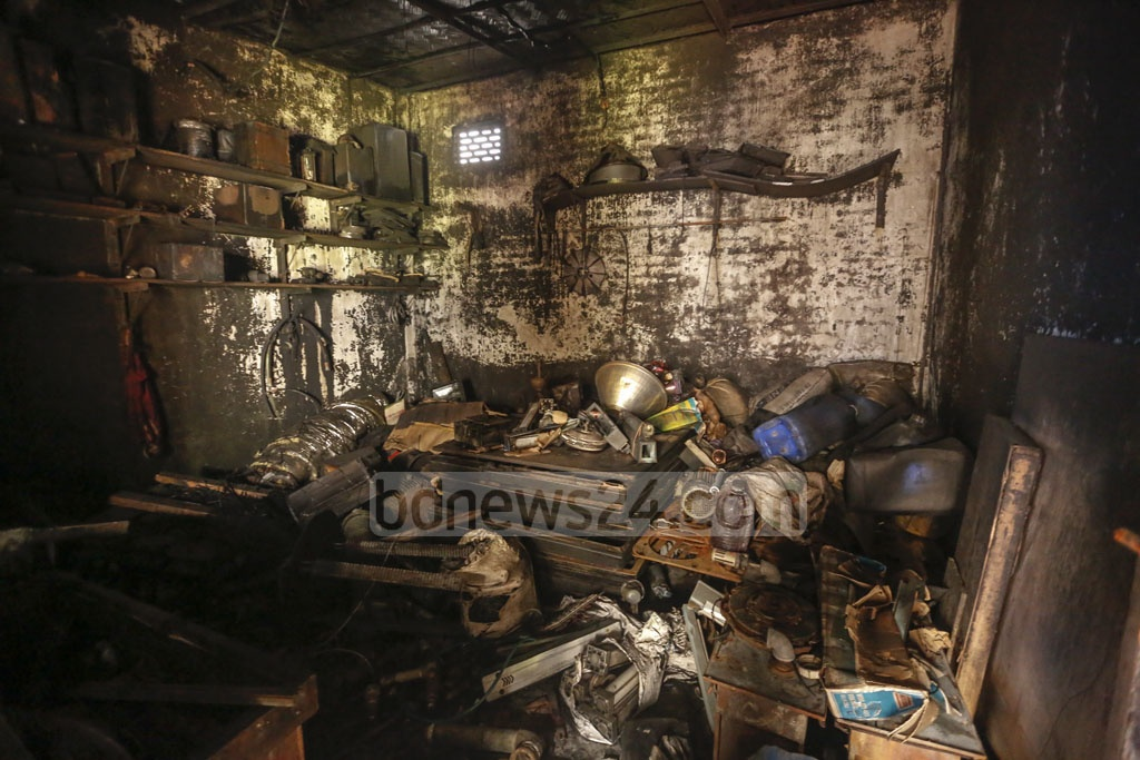 Burnt machinery at the Prime Pet and Plastic Industries Limited at Chunkutia in Dhaka's Keraniganj. Photo: Mahmud Zaman Ovi