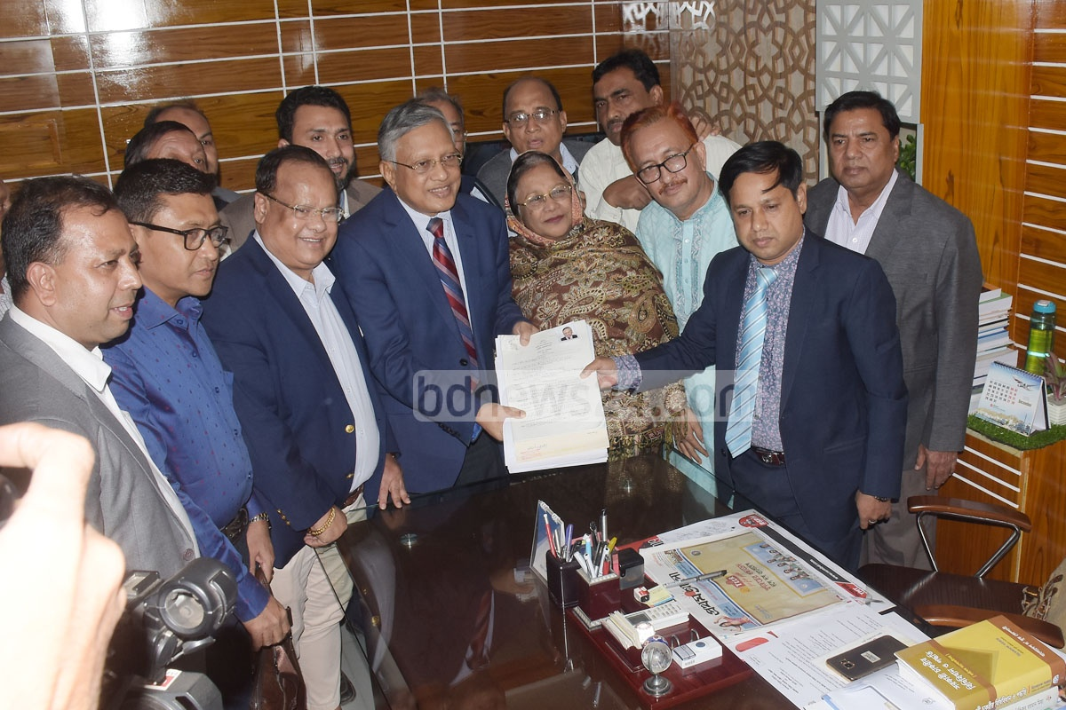 Ziauddin Ahmed Bablu, the Jatiya Party candidate for the Chattogram-8 parliamentary constituency in hte Jan 13 by-polls, submitting his nomination papers to the regional election office on Love Lane in the port city on Thursday ahead of the by-polls scheduled for Jan 13.
