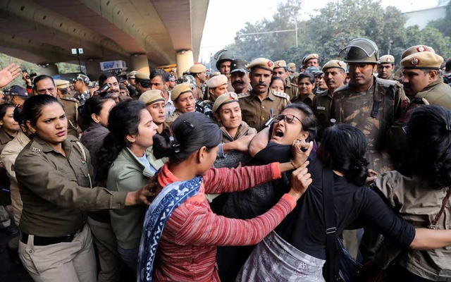Police officers try to detain a student of Jawaharlal Nehru University (JNU) during a march to Rashtrapati Bhavan to protest against a proposed fee hike, in New Delhi, India, December 9, 2019. Reuters